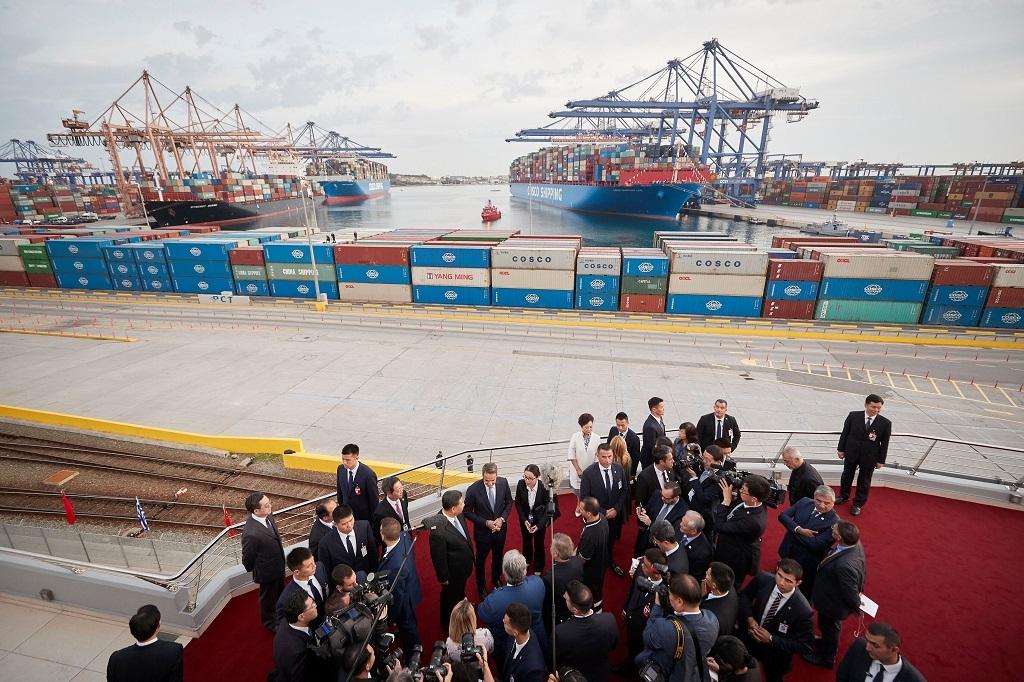 Μητσοτάκης - Xi Jinping : Θερμή υποδοχή στις εγκαταστάσεις της Cosco από εργαζόμενους